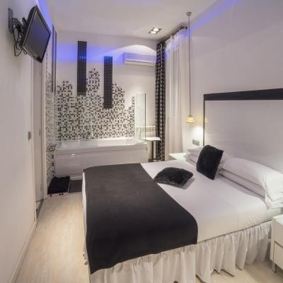 Habitación Doble con Jacuzzi - Hostal en el centro de Madrid - Hostal Santo Domingo¨¨¨¨¨¨¨¨